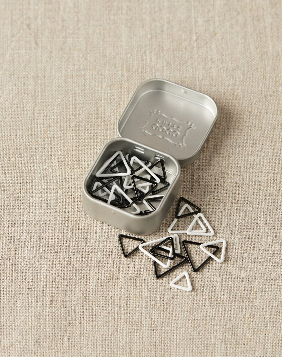 Cocoknits Triangle Stitch Markers - Silmukkamerkkisetti