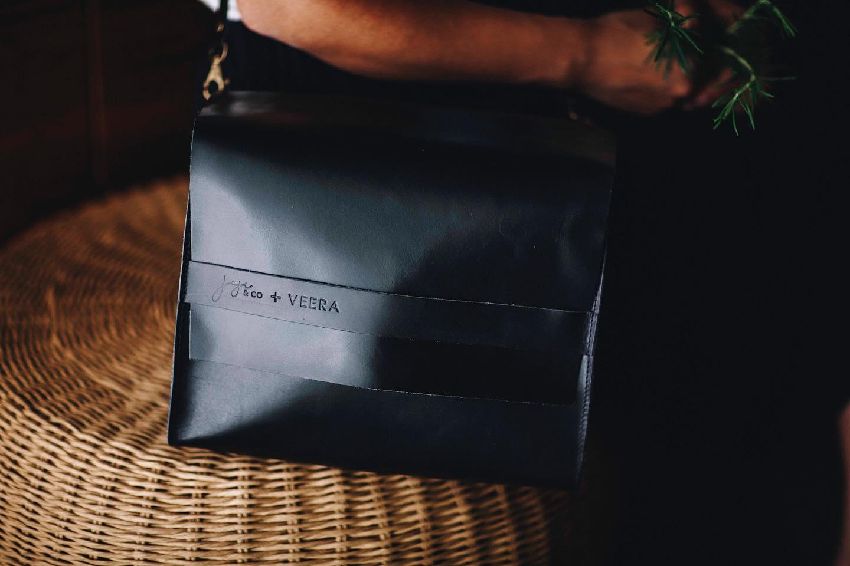 Joji & Co. Veera Saddle Bag black