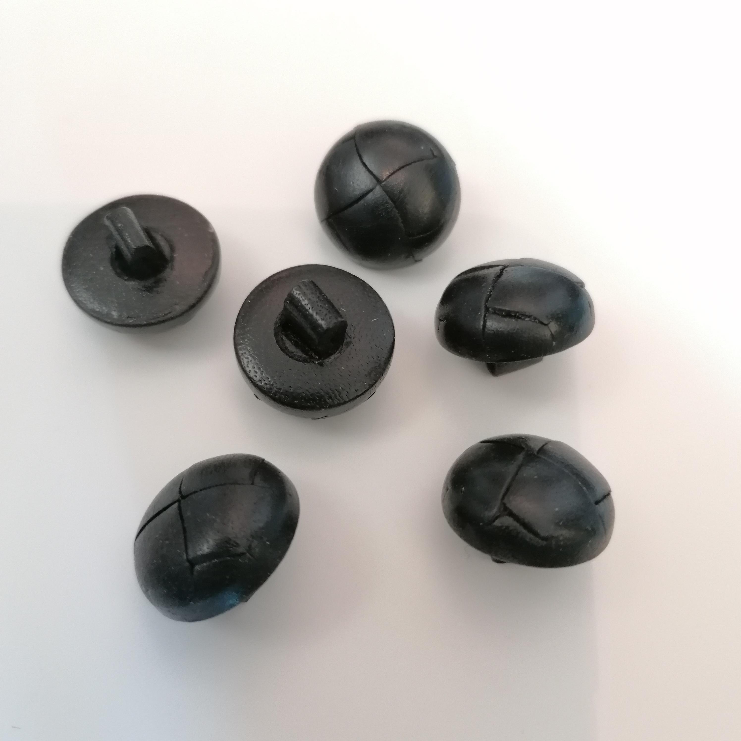 Kantanappi nahkaa 17 mm musta L170-26