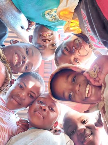 Sukkia Mufondin orpokylän lapsille