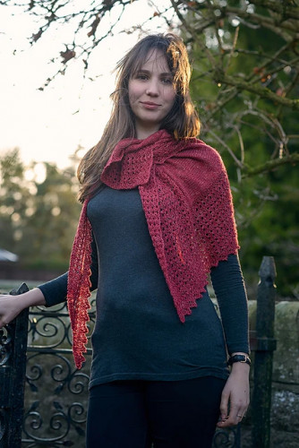 Elongated Triangular Lace Shawl -neuleohje PDF EN