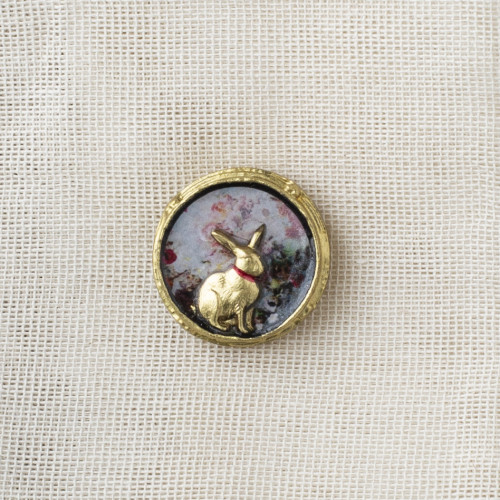 Resin Clutch Pin Bunny Flower Background