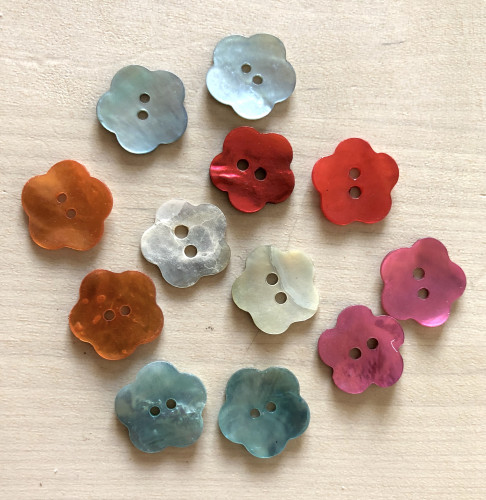 Button Mother of pearl Flower, Size 24 - 15mm