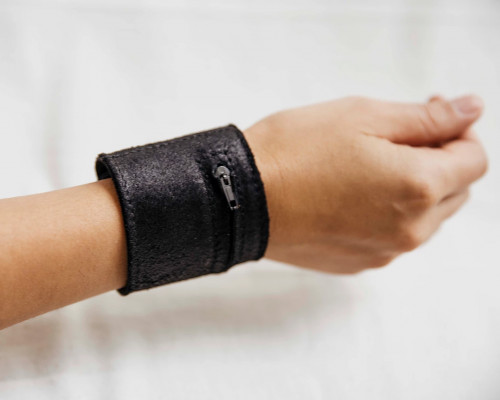 Joji & Co. Waxed Notions Cuff Black (size 1)
