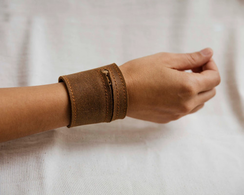 Joji & Co. Waxed Notions Cuff Brown (size 2)