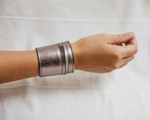 Joji & Co. Metallic Notions Cuff Pewter (size 2)