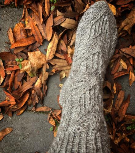 Ilmainen neuleohje: Syyskukkia-sukat