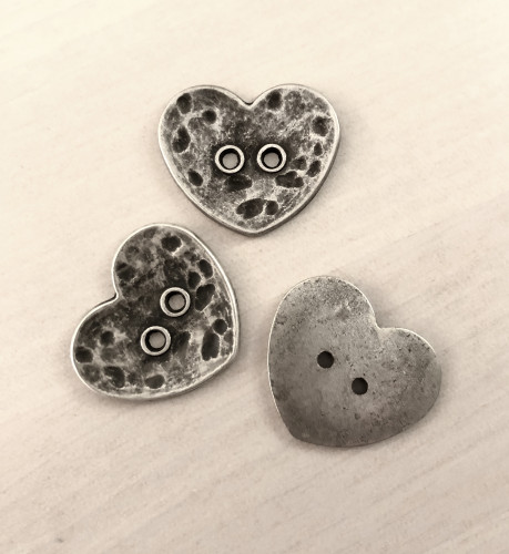 Metallinappi sydän 25 mm